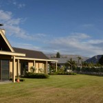 Lake Wanaka: Cupcakes, wine and interesting talks at Beaconfield B&B